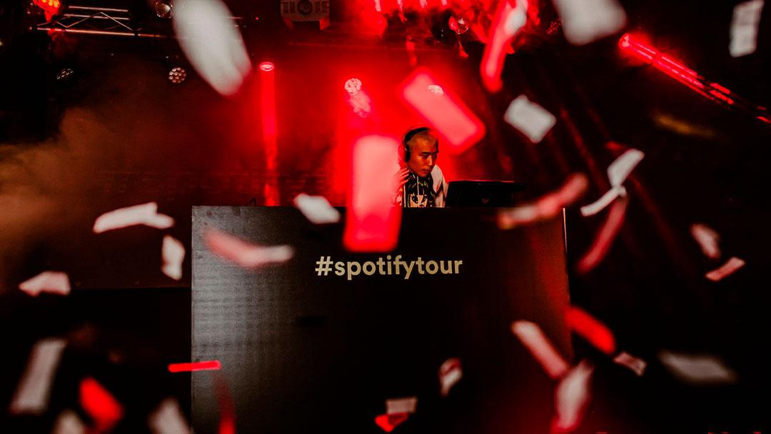 Puto Chino Maricón pinchando en la fiesta de Spotify