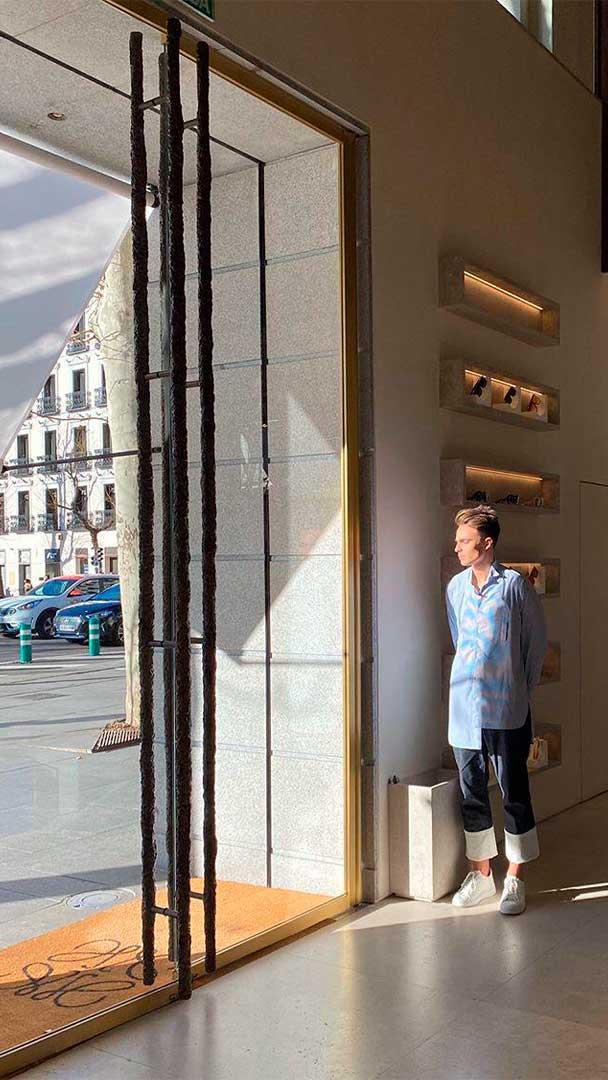 Doorman de Loewe dentro de la tienda